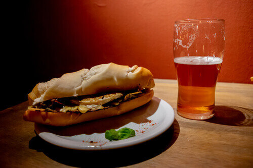 Bondiola pork sandwich accompanied by a craft beer in Argentina