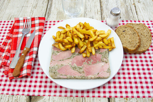 Jambon persille a french dish with bread and fries
