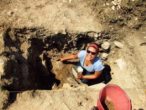 Gillian de Boer excavating in Rome Italy