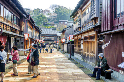 Higashi Chaya District is a charming place with wooden buildings and paved streets reminiscent of another era in Kanazawa Japan