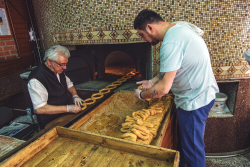 Bakers making simit