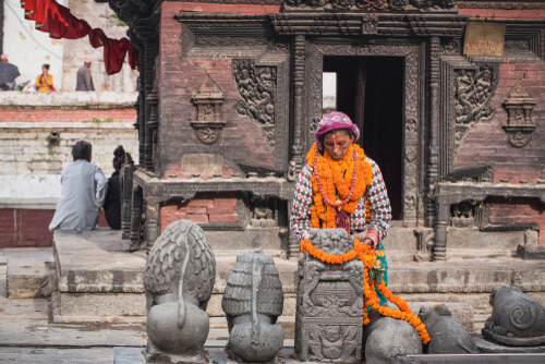 Woman leaving flowers at Pashupatinath